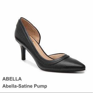 NWT Abella Satine Black Pumps Womens